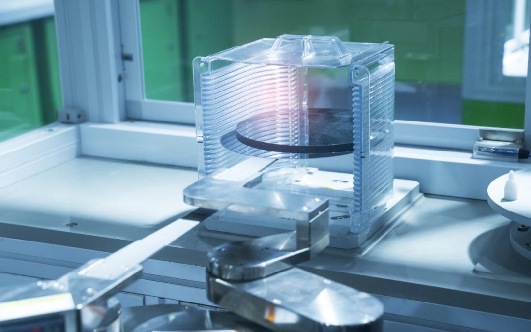 Metallantriebsbänder für die robotische Fertigung von Halbleiter-Wafern